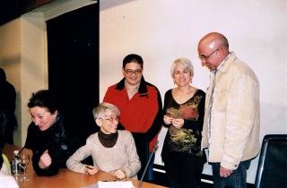 Con mi hermana y compañeros del grupo de teatro