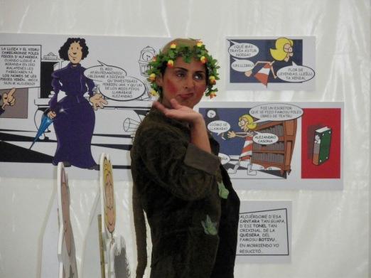 Olga Cuervo representado el cómic L'enigma del palaciu Bao nel Beltaine